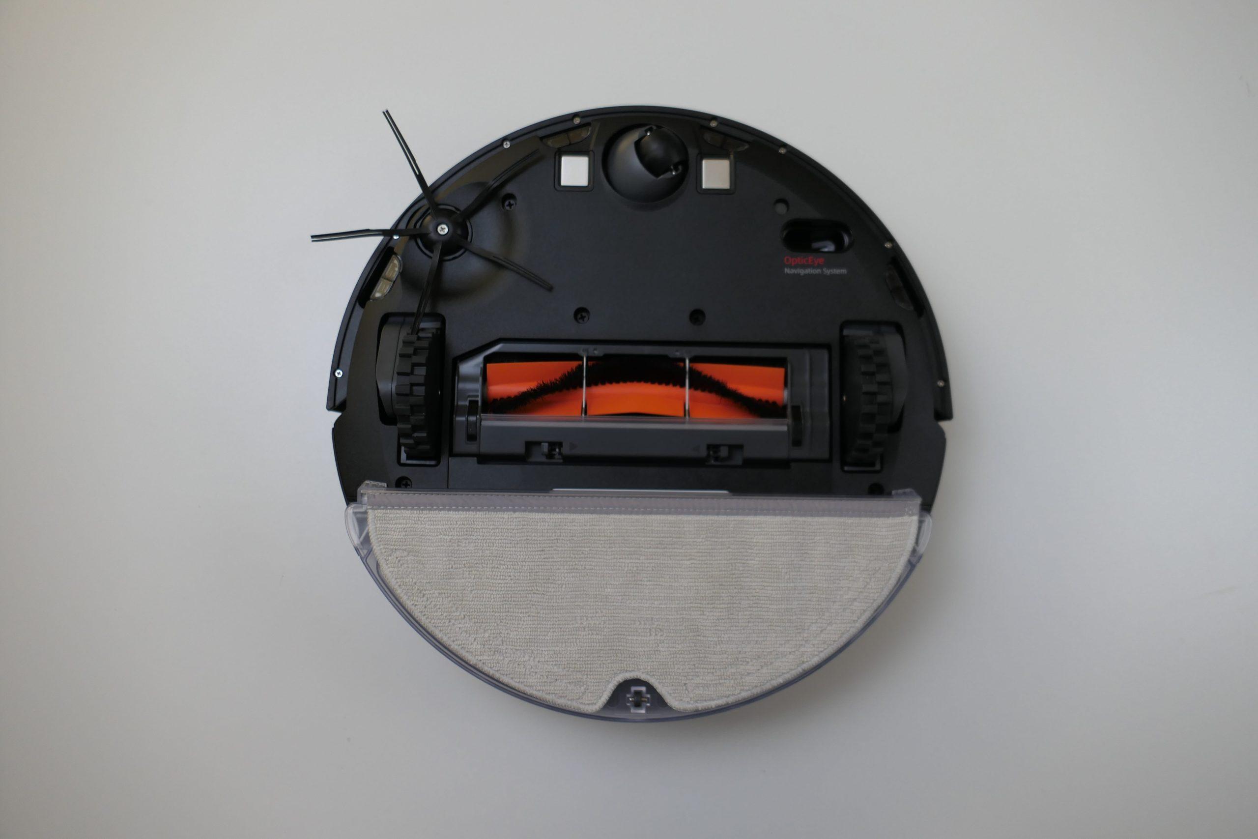 Roborock E4 вид снизу с установленным резервуаром